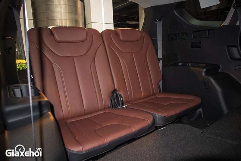 Trong tay có 1,3 tỷ đồng, chọn mua Hyundai Santa Fe hay VinFast Lux SA2.0?