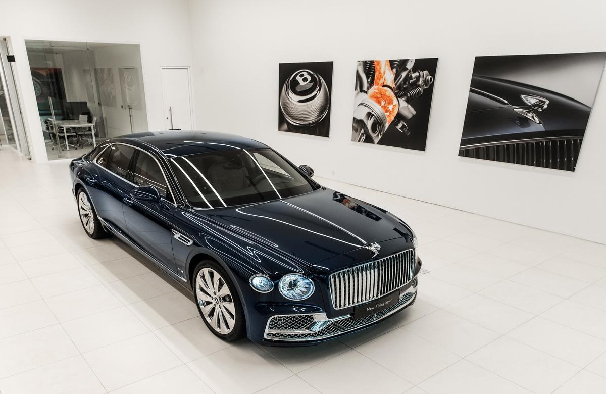 Cận cảnh chiếc Bentley Flying Spur First Edition đầu tiên tại Việt Nam - 30 tỷ đồng có những gì?