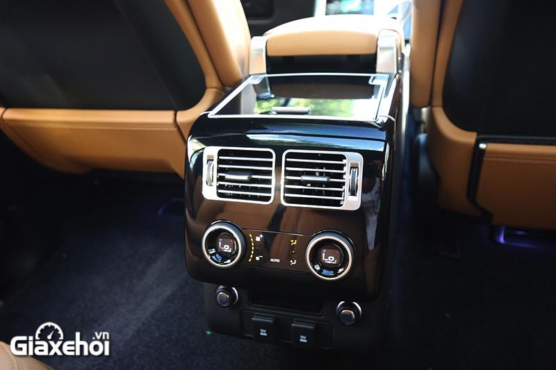 cua-gio-hang-ghe-sau-xe-range-rover-autobiography-lwb-3-0l-p400-2021-giaxehoi-vn