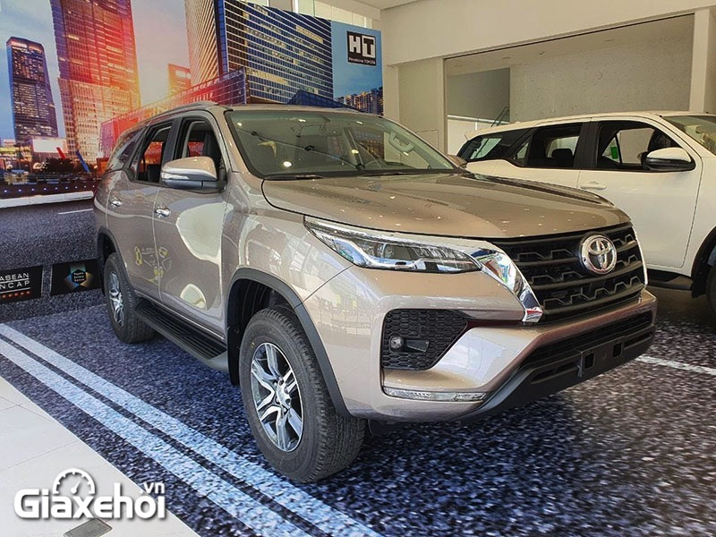 dau-xe-toyota-fortuner-2-4at-2021-giaxehoi-vn