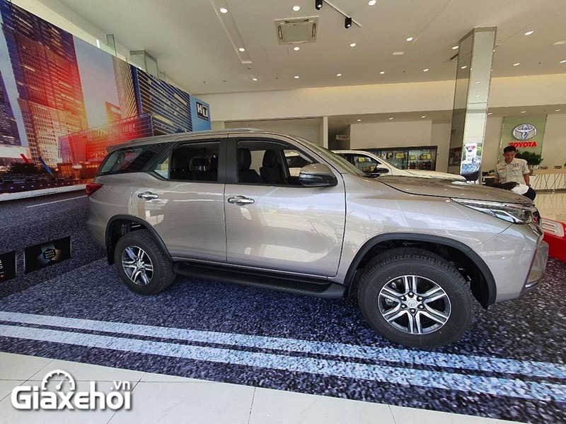 than-xe-toyota-fortuner-2-4at-2021-giaxehoi-vn