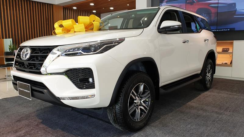 chi tiet xe toyota fortuner 2 7at 4x2 2021 giaxehoi vn 6 - Chi tiết Toyota Fortuner 2.7AT 4×2 2021 – Mức độ hoàn thiện tốt, giá bán phải chăng