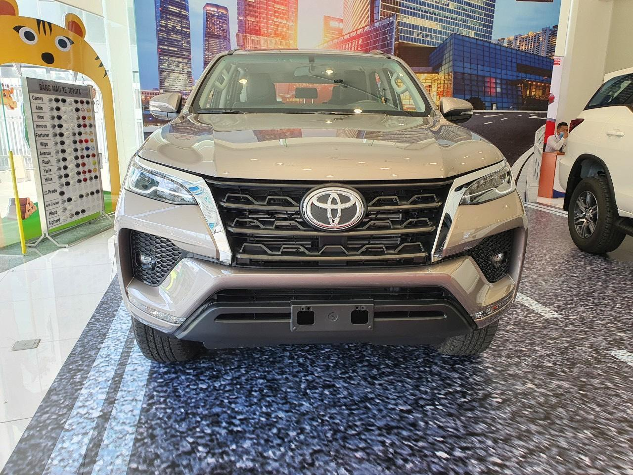 chi tiet xe toyota fortuner 2 8at 4x4 2021 giaxehoi vn 8 - Chi tiết xe Toyota Fortuner 2.8AT 4×4 2021 – Không thực sự đáng mua?