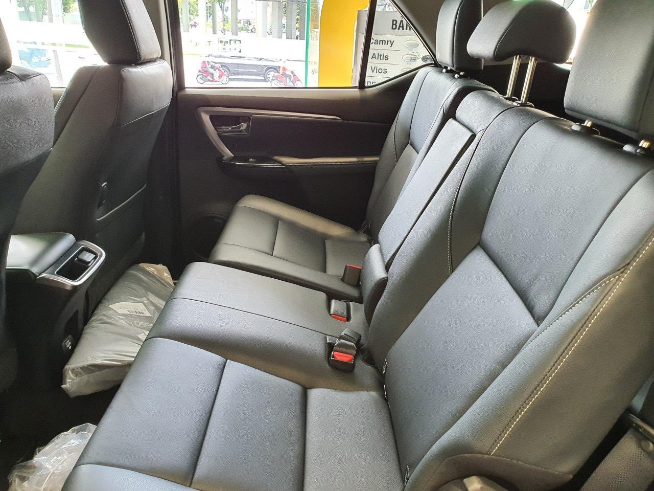 chi-tiet-xe-toyota-fortuner-4x4-2-7-at-2021-danhgiaxehoi-vn-2