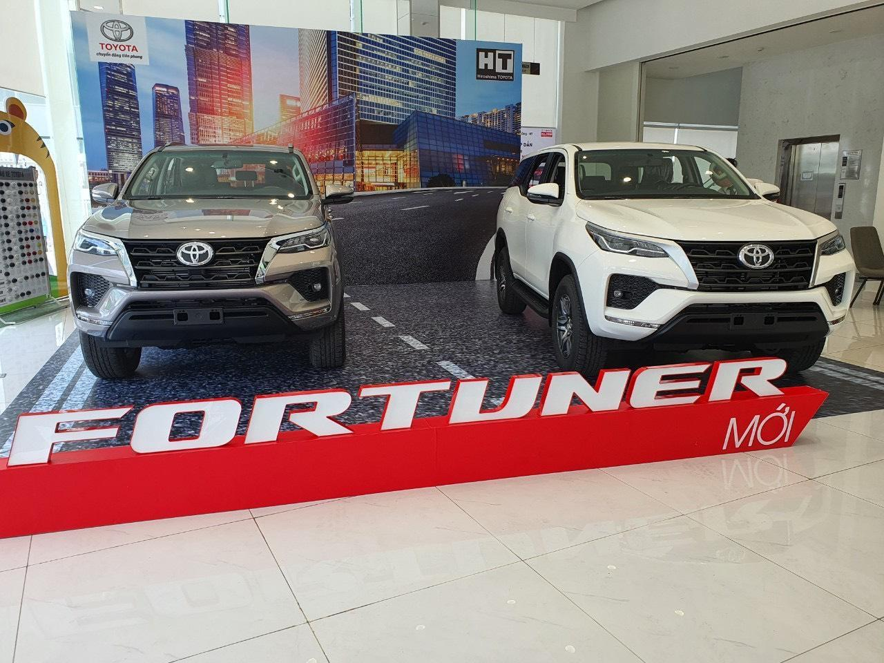 chi-tiet-xe-toyota-fortuner-4x4-2-7-at-2021-danhgiaxehoi-vn-5
