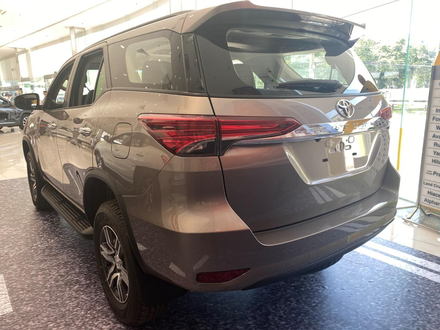chi-tiet-xe-toyota-fortuner-4x4-2-7-at-2021-danhgiaxehoi-vn-8