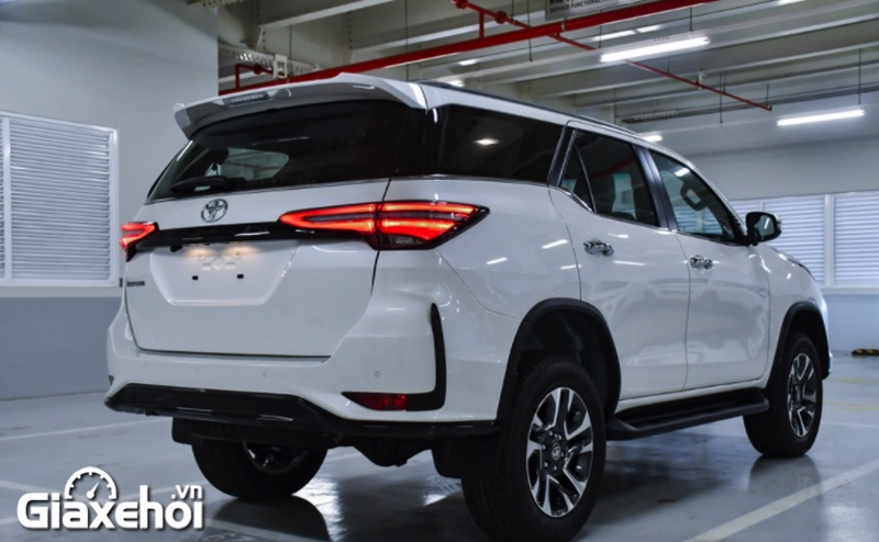 duoi-xe-toyota-fortuner-legender-2-4at-2021-giaxehoi-vn