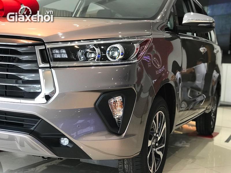 Den-pha-Toyota-Innova-2.0G-2021-Giaxehoi-vn.jpg