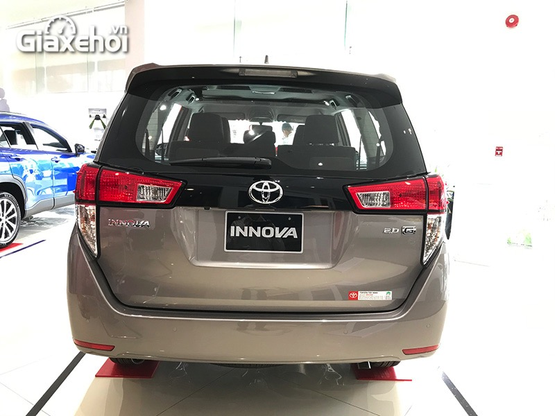 Duoi-xe-Toyota-Innova-2.0G-2021-Giaxehoi-vn.jpg