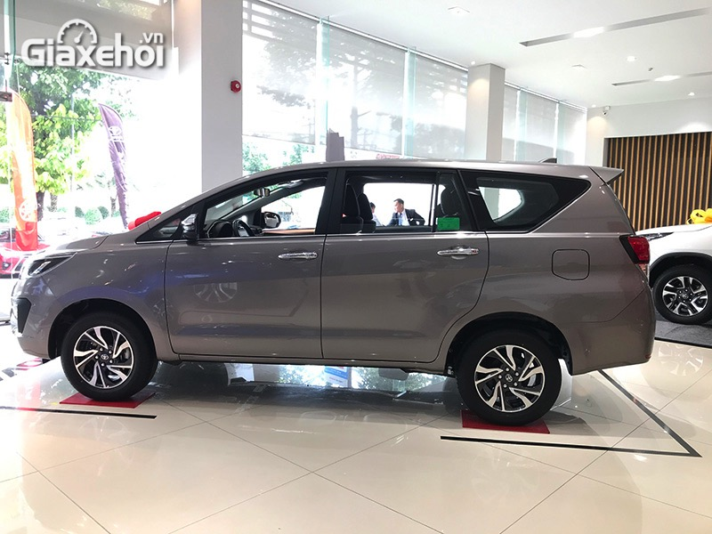 Hong-xe-Toyota-Innova-2.0G-2021-Giaxehoi-vn.jpg