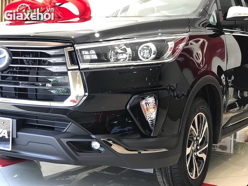 Den-xe-Toyota-Innova-Venturer-2021-Giaxehoi-vn.jpg