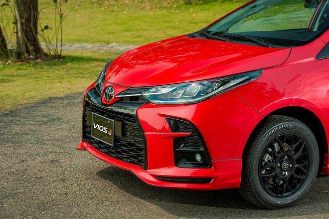 Toyota Vios GR-S 2021 có giá cao hơn Honda City RS tại Việt Nam - ảnh 1