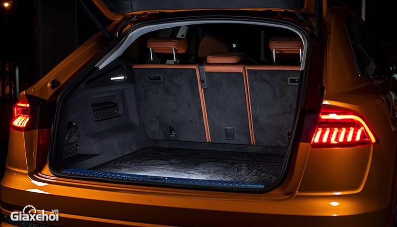 Khoang-hanh-ly-xe-Audi-Q8-2021-TFSI-55-quattro-Giaxehoi-vn-1