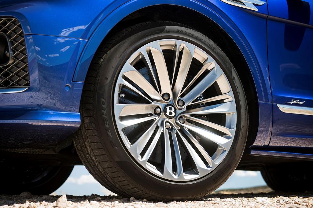 Mam-xe-Bentley-Bentayga-Speed-2021-Xetot-com-blog