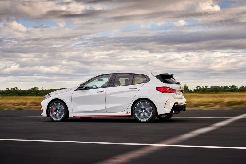 Van-hanh-xe-BMW-128ti-2021-danhgiaxehoi-vn