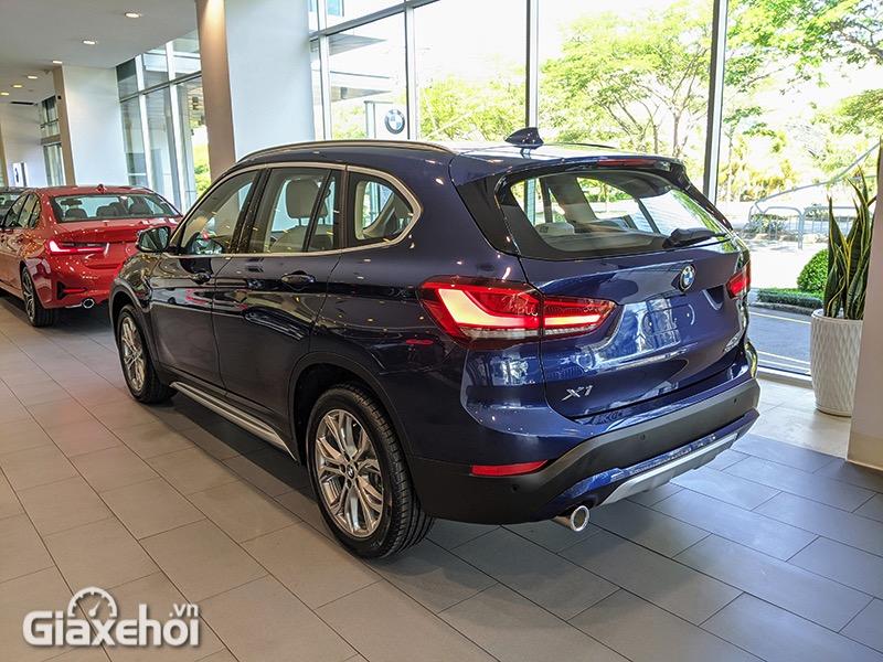 Den-hau-xe-BMW-X1-sDrive18i-xLine-LCi-2021-Giaxehoi-vn-13