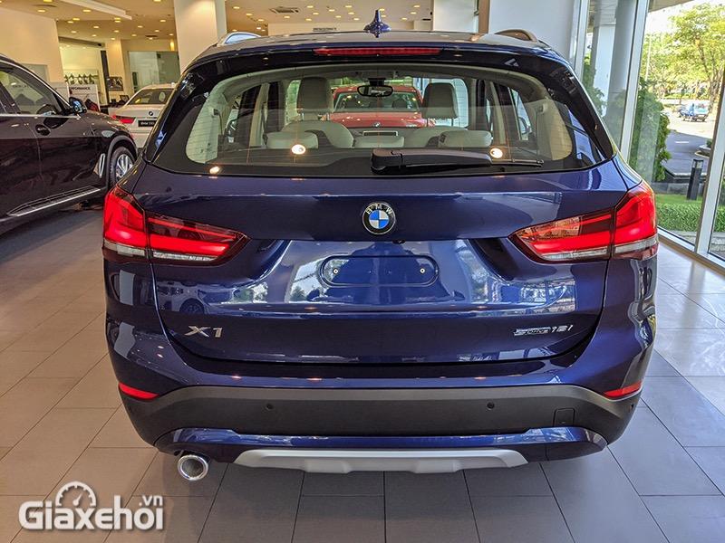 Duoi-xe-BMW-X1-sDrive18i-xLine-LCi-2021-Giaxehoi-vn-12