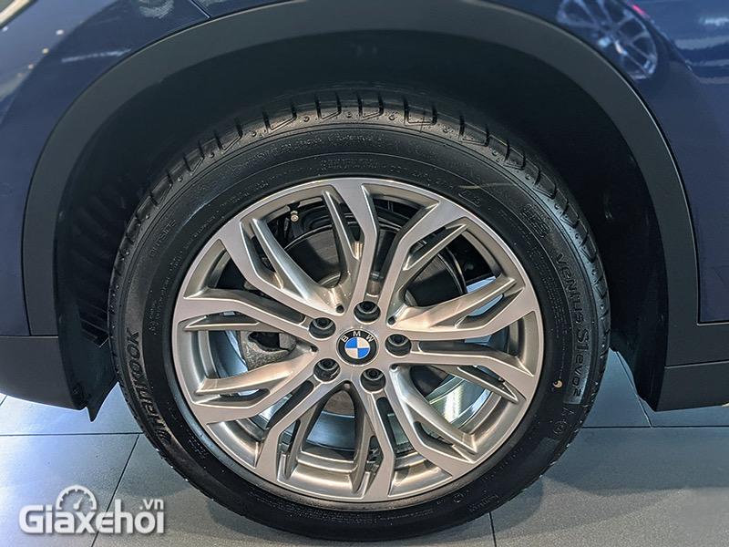 Mam-xe-BMW-X1-sDrive18i-xLine-LCi-2021-Giaxehoi-vn-15