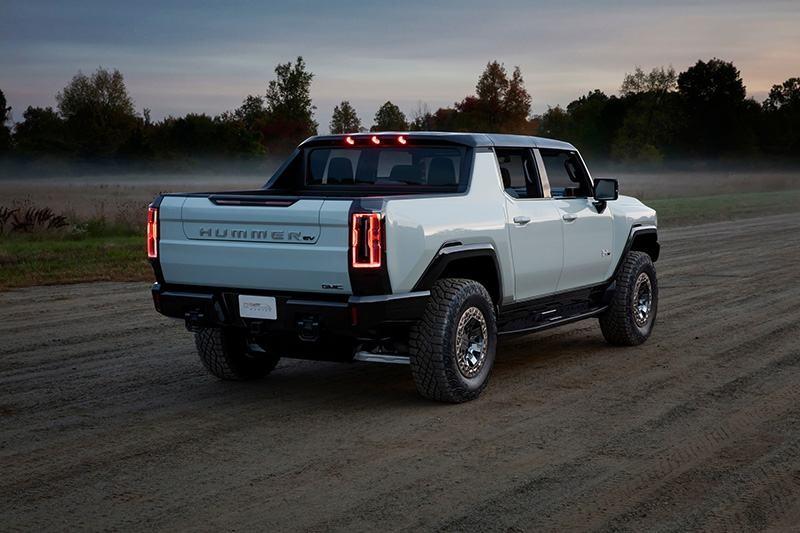 """""""Vua"""" bán tải điện GMC Hummer EV 2022: Hiện đại, mạnh mẽ, sẵn sàng chinh phục địa hình"""