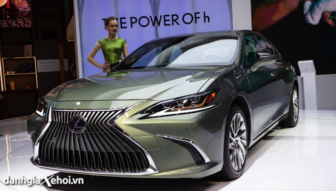 Đánh giá xe Lexus ES300H 2022 – Mẫu xe chiến lược của Lexus, cạnh tranh trực tiếp với Mercedes E-Class
