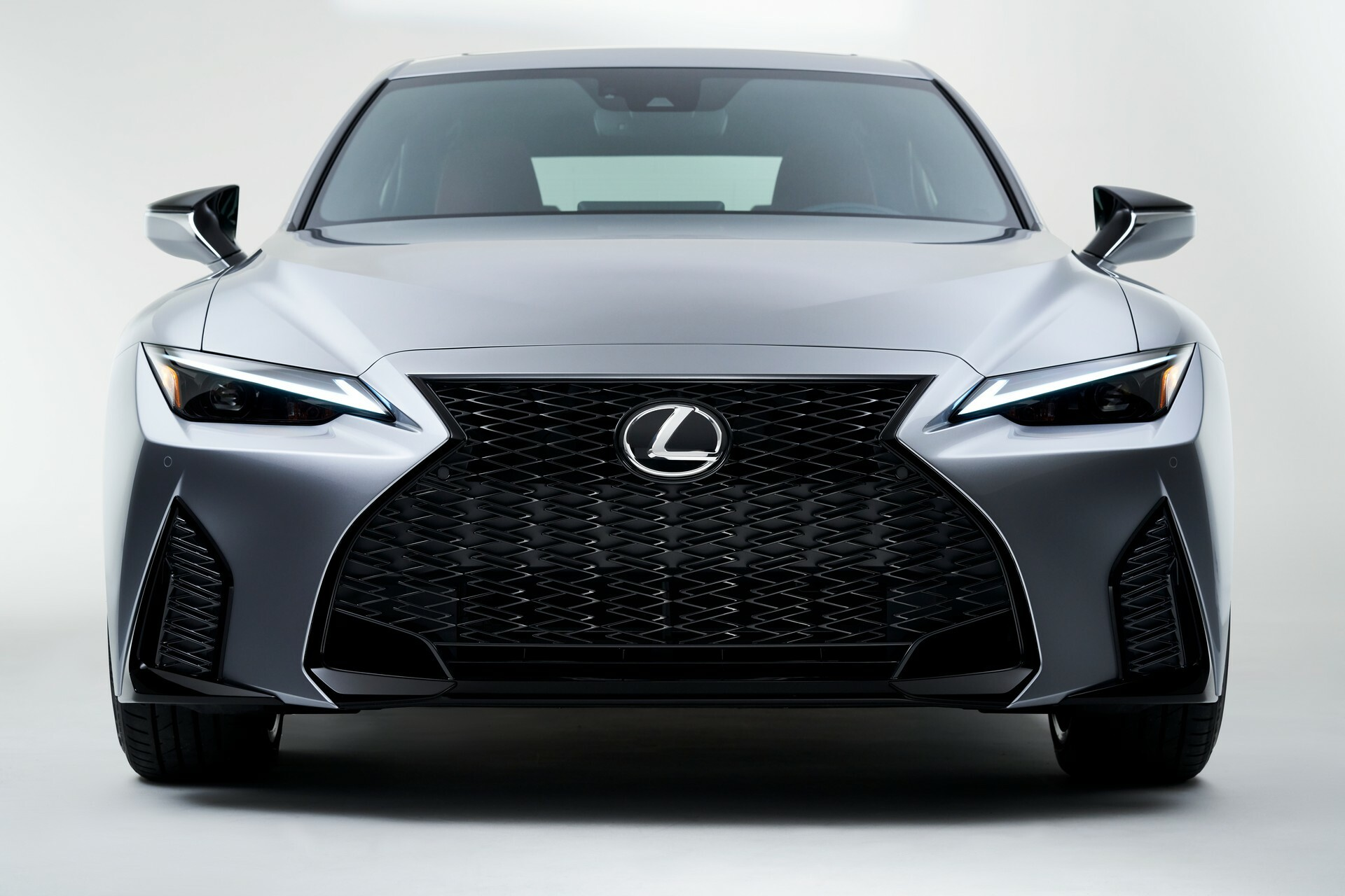 luoi-tan-nhiet-3d-Lexus-IS-2021-danhgiaxehoi-vn