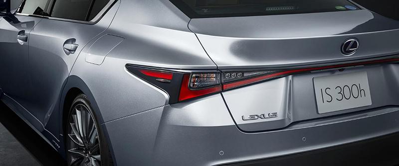 danh-gia-xe-lexus-is300h-2021-giaxehoi.vn-9