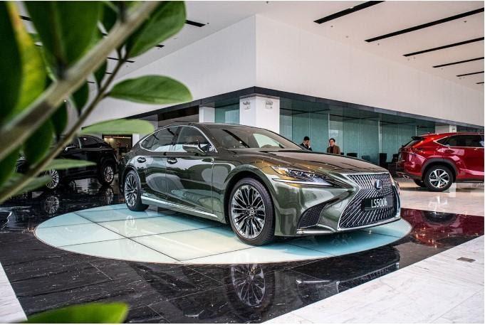 Lexus LS500h 2022 được trang bị động cơ Hybrid xăng điện 8GR-FXS 3.5L