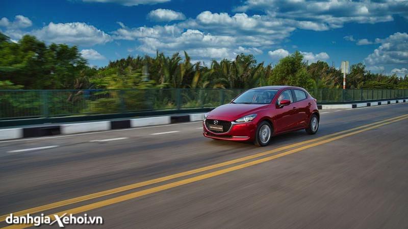 van-hanh-xe-Mazda-2-sport-hatchback-2021-danhgiaxehoi-vn