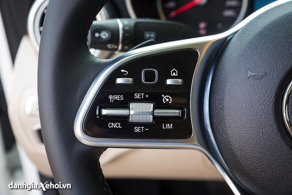 nut-bam-tren-vo-lang-mercedes-c200-sedan-2021-danhgiaxehoi-vn-4