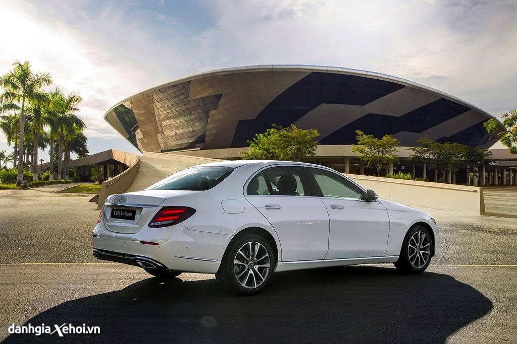 Duoi-xe-Mercedes-E200-Exclusive-2021-danhgiaxehoi-vn