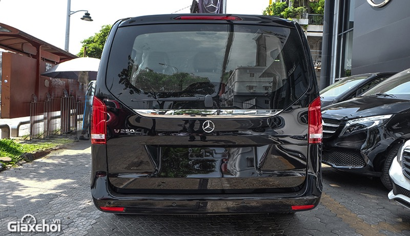 duoi-xe-mercedes-benz-v250-luxury-2021-giaxehoi-vn.jpg