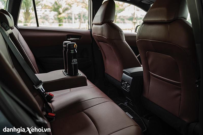 Hang-ghe-thu-2-co-cua-gio-Toyota-Corolla-Cross-2020-2021-1-8V-danhgiaxehoi-vn-2