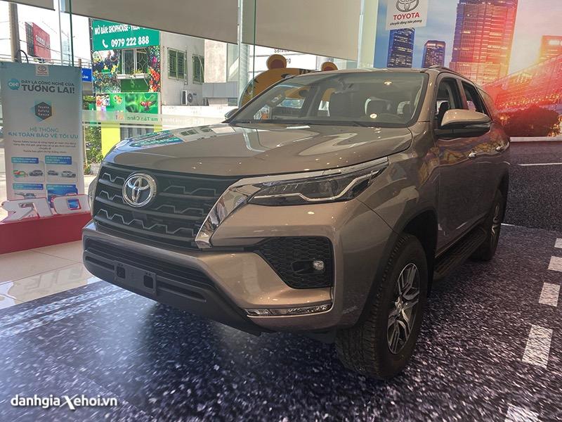 """Đánh giá xe Toyota Fortuner 2022 - Đối thủ không phải dạng """"vừa"""""""