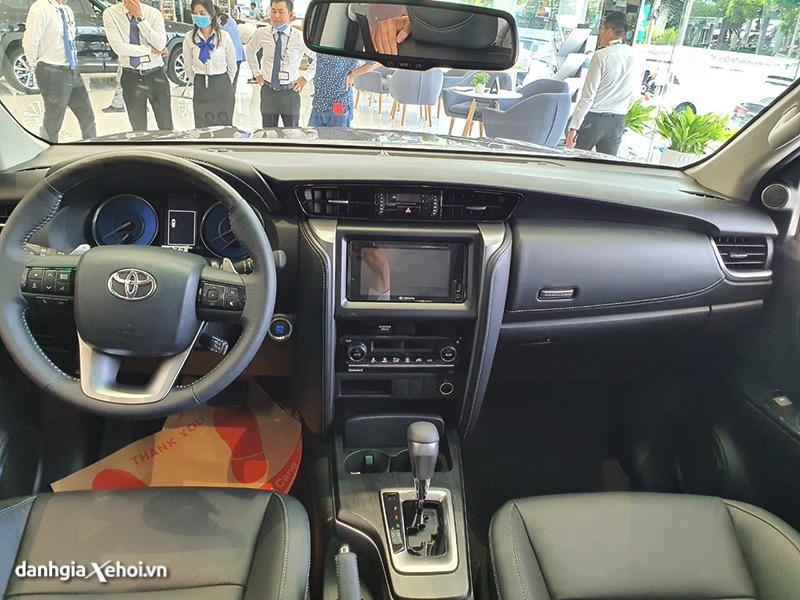 Tại sao Toyota Fortuner đang ngày càng kém hấp dẫn hơn Everest, Santafe