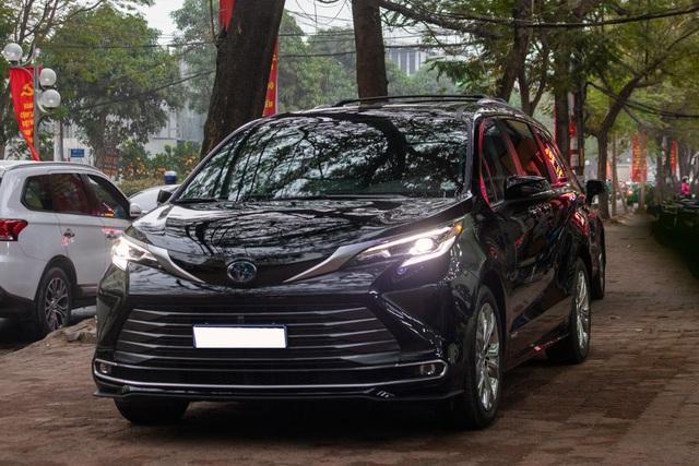 danh gia xe toyota sienna 2021 giaxehoi vn 5 - Cận cảnh Toyota Sienna 2021 đầu tiên tại Việt Nam, giá bán dự đoán hơn 4 tỷ đồng