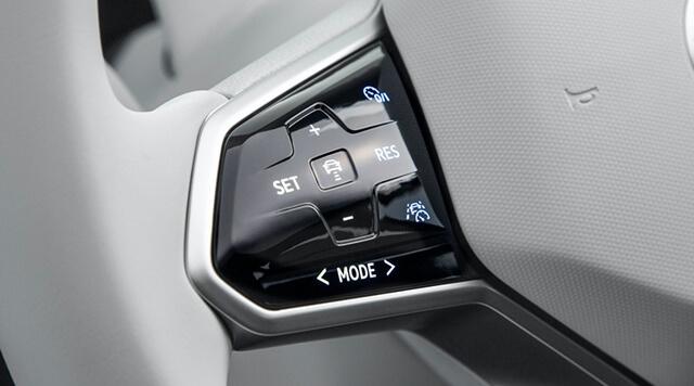 chinh-vo-lang-xe-volkswagen-id4-muaxegiatot-vn