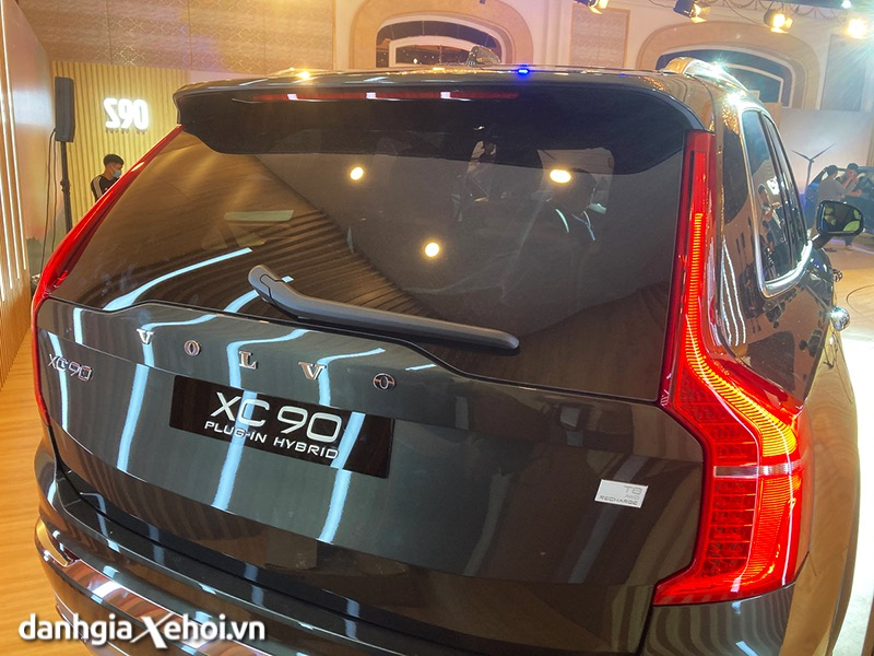 Duoi-xe-Volvo-XC90-T8-Recharge-2021-Danhgiaxehoi-vn