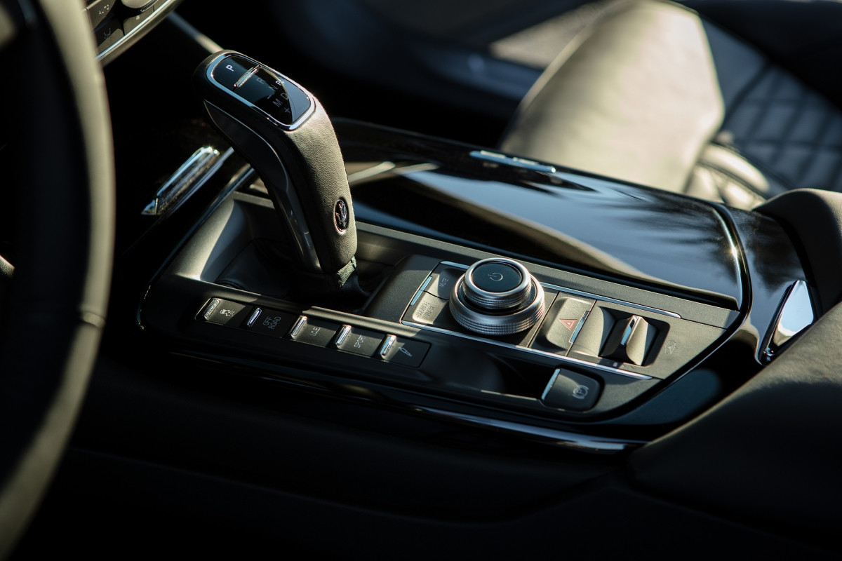 Chi tiết xe Maserati Levante Hybrid 2022: Khối động cơ thể thao, mạnh tới 330 mã lực