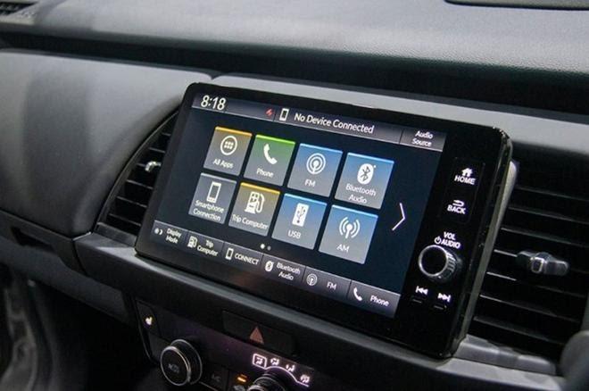 Honda Jazz 2022được trang bị hệ thống điều hòa tự động 1 vùng, màn hình cảm ứng 9 inch hỗ trợ kết nối Apple CarPlay/Android Auto, Bluetooth