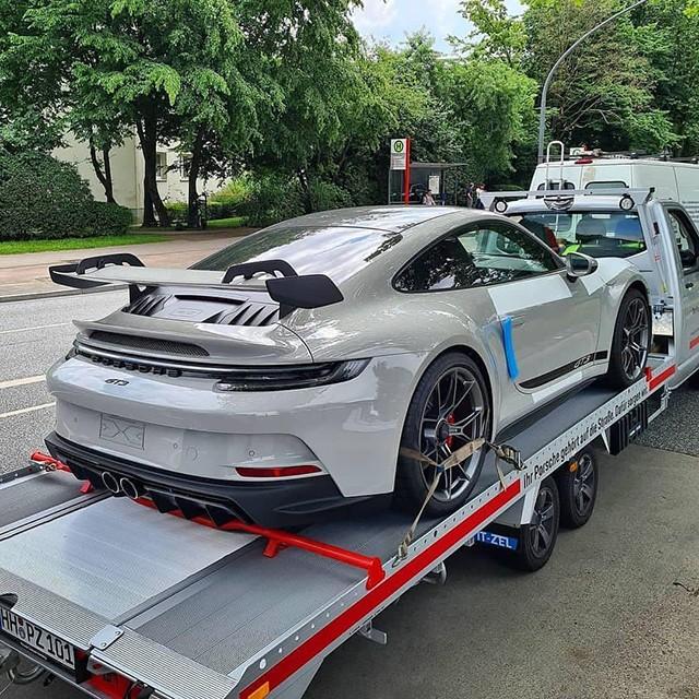 Hình ảnh chiếc Porsche 911 GT3 thế hệ mới được người kinh doanh xe đăng tải.