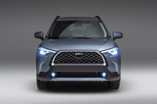 """Toyota Corolla Cross 2022 ra mắt tại Mỹ: nhiều """"cơ bắp"""" hơn bản ở Việt Nam"""
