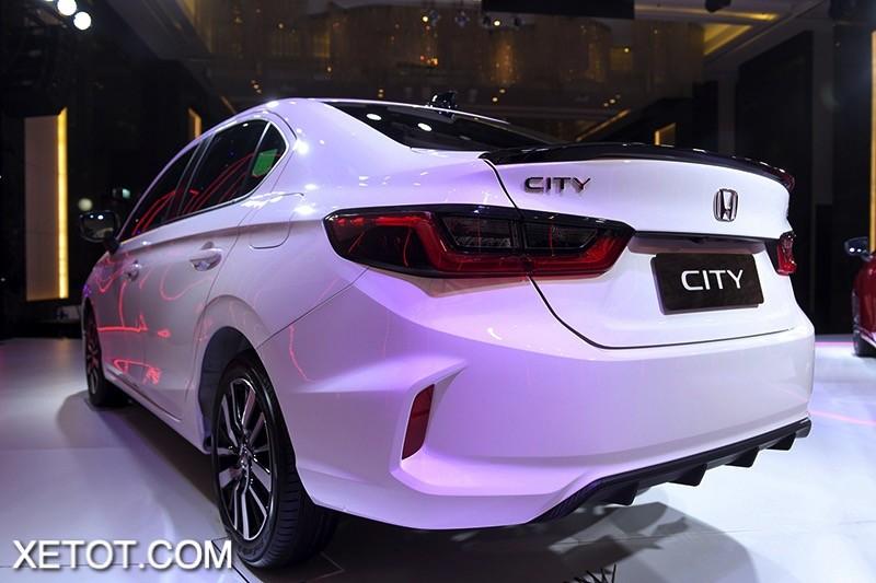 So sánh Kia K3 1.6 AT Premium và Honda City RS - Chênh 60 triệu, chọn sedan hạng B hay C ?